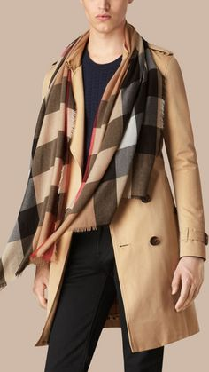 Camel The Lightweight Cashmere Scarf in Check 4 (Mega Check)