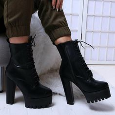 Fashionable shoe boutique, selling trendy shoes to fashion forward girls without breaking the bank! Check out the most wanted shoes. High Heels Outfit, Black High Heels, High Heel Boots, Black Shoes, Heeled Boots, Shoe Boots, Shoes Heels, Black Booties, Fresh Shoes