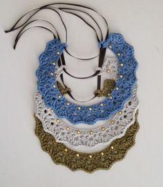 Crochet Collar by Hilaria Fina Col Crochet, Crochet Collar, Crochet Shawl, Crochet Hooks, Diy Jewelry, Jewelery, Handmade Jewelry, Jewelry Design, Women Jewelry