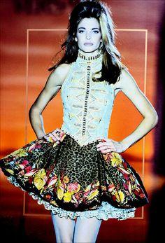 Stephanie Seymour / Gianni Versace Runway Show S/S 1992 Fashion Walk, High Fashion, Original Supermodels, Vintage Versace, Stephanie Seymour, 80s And 90s Fashion, 90s Models, Gianni Versace, Editorial Fashion