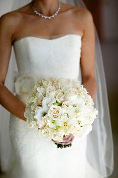 White wedding bouquet.  www.mikiandsonja.com