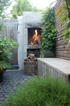 Wow wat een gezellig landelijk sfeertje voor de tuin. En die haard wil ik ook wel!