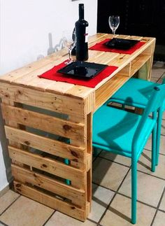Wooden Pallet Furniture wooden pallet bar - So people have a look at these 20 DIY pallet ideas that should in your next to do list as they are really fascinating and fun to resist.