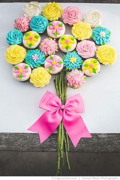 Edible Flower Cupcakes Bouquet. Such a cute party idea! LivingLocurto.com