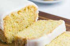 Vegan Lemon Cake - Try banana for oil.The traditional lemon and olive oil cake comes from southern Italy and includes eggs, but in this vegan version you can't notice that there aren't any eggs at all! Vegan Treats, Vegan Foods, Vegan Recipes, Cooking Recipes, Vegan Vegetarian, Cake Recipes To Impress, Vegan Lemon Cake, Vegan Yogurt Cake Recipe, Vegan Lemon Desserts
