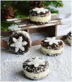 Cookie Desserts, Sweet Desserts, Sweet Recipes, Cookie Recipes, Christmas Sweets, Christmas Cooking, Mini Cakes, Cupcake Cakes, Czech Recipes