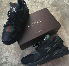 Nike Gucci Drops the Air Huarache Ultra Sports shoes Black&green Dr Shoes, Black Shoes, Me Too Shoes, Kicks Shoes, Nike Air Huarache, Black Huarache, Sneakers Mode, Sneakers Fashion, Gucci Shoes Sneakers