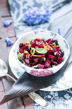 Joulusalaatti kuuluu joulun ruokatarjoiluun. Salaatti tuo joulupöytään raikkautta ja tuoreutta. Tältä sivulta löydät kaikki joulun salaatit!