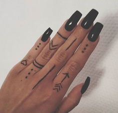 Finger Tattoos 55633 Tattoo Finger Hand Nails 66 Ideas List of the most beautiful tattoo models Henna Tattoo Hand, Cute Hand Tattoos, Small Hand Tattoos, Fake Tattoos, Mini Tattoos, Henna Mehndi, Tattoos For Fingers, Tatoos, Unique Small Tattoo