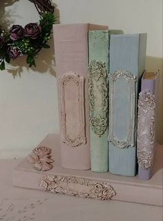 Discover thousands of images about libri colorati con timbri IOD Shabby Chic Crafts, Shabby Chic Decor, Old Books, Vintage Books, Vintage Crafts, Altered Books, Altered Art, Deco Podge, Old Book Crafts