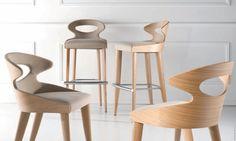 Стильная гнутоклееная мебель – частый аксессуар современных интерьеров. Чем актуальны сиденья для красивых стульчиков-качалок из гнутой фанеры, классические модели для взрослых? Как выбрать стулья из фанеры?