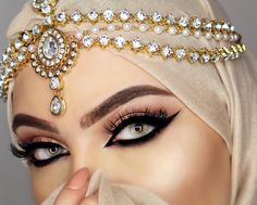Arabian Eyes, Arabian Makeup, Arabian Beauty, Beautiful Muslim Women, Beautiful Hijab, Middle Eastern Makeup, Indian Bridal Makeup, Wedding Makeup, Stunning Eyes