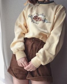 Indie Outfits, Korean Outfits, Cute Casual Outfits, Retro Outfits, Vintage Outfits, Fashion Outfits, Vintage Fashion 90s, Fashion Pants, Fashion Ideas
