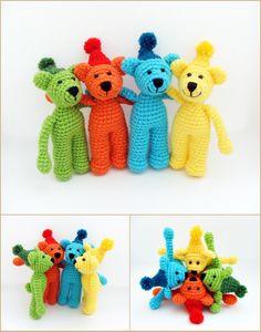 színes macik pomponos sapkában / colorful teddy bears with pom pom hat