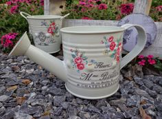 Entre anhelos y caprichos Manualidades Shabby Chic, Shabby Chic Crafts, Romantic Homes, Verbena, Watering Can, Decoration, Gardening Tips, Flower Pots, Recycling