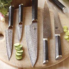 Shun Fuji - 2011 Kitchen Knife of the Year Japanese Cooking Knives, Japanese Kitchen Knives, Best Kitchen Knives, Japanese Chef, Kitchen Gadgets, Kitchen Tools, Kitchen Things, Kitchen Ideas, Kitchen Design