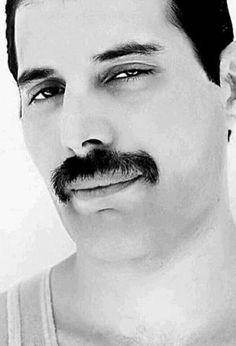 Queen Mercury, Queen Freddie Mercury, Blues Rock, Freddie Mercuri, Gugu, We Will Rock You, Somebody To Love, Queen Band, John Deacon