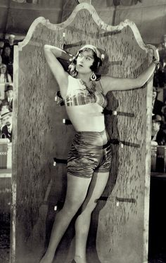 """Joan Crawford in the Lon Chaney/Tod Browning chiller """"The Unknown"""" Joan Crawford, Golden Age Of Hollywood, Classic Hollywood, Old Hollywood, Lon Chaney, Pre Code, Thing 1, Orson Welles, Satin Shorts"""