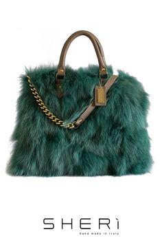 Shopping - Borsa in #Volpe verde - Collezione Jolie  L'originalità e il fascino di una #borsa in #pelliccia accompagnerà, con #stile, le vostre giornate www.sheri.it #fur #fashion #furbag #bag #luxury #fox #green #handmade #madeinitaly #style #shopping