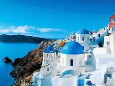 Santorini - Greece - one of my forever dream vacation locales Dream Vacations, Vacation Spots, Oh The Places You'll Go, Places To Travel, Santorini Island Greece, Mykonos Island, Oia Santorini, Santorini Beaches, Santorini Honeymoon