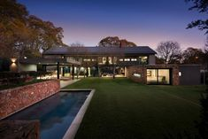 The house blends a historical Westcliff vernacular with a contemporary aesthetic. The veranda was purposefully detached from the house; the architects wanted nothing to detract from the link between garden and house.