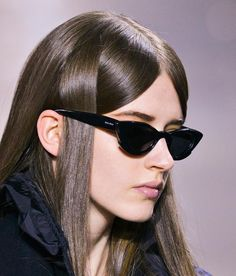 Risultati immagini per miu miu hair Ray Ban Sunglasses Sale, Luxury Sunglasses, Sunglasses Women, Sunglasses 2016, Black Sunglasses, Sunnies, Fashion Gone Rouge, Lookbook, Fall Hair