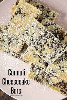 Cheesecake Bars, easy Italian cheesecake recipe with mascarpone, ricotta. - Italienisches Gebäck -Cannoli Cheesecake Bars, easy Italian cheesecake recipe with mascarpone, ricotta. Mini Desserts, Easy Desserts, Delicious Desserts, Easy Italian Desserts, Easy Italian Recipes, Plated Desserts, Italian Cheesecake, Cheesecake Bars, Cheesecake Recipes