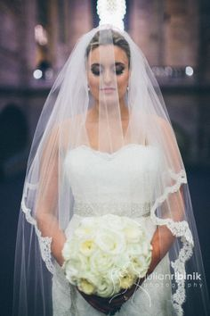 Grand Central Terminal, bride photo, wedding day, bride with a bouquet, winter wedding, new york wedding