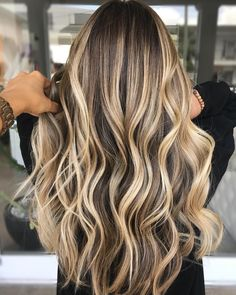 See here the best ideas of balayage and ombre hair colors and hairstyles for . - See the best ideas of balayage and ombre hair colors and hairstyles for women here … – Make up - Hair Color Highlights, Ombre Hair Color, Hair Color Balayage, Golden Highlights, Balayage Highlights, Blonde Highlights On Dark Hair Brunettes, Summer Hair Color For Brunettes, Hair Color Ideas For Brunettes Balayage, Balayage Ombre