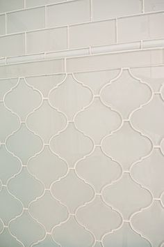 White glass arabesque tile backsplash. https://www.subwaytileoutlet.com/products/White-Arabesque-Glass-Tile.html#.VXyYsc_BzGc https://www.subwaytileoutlet.com/products/White-Glass-Subway-Tile.html#.VXyZuc_BzGc