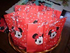 Minnie y Mickey, bolsitas  para sorpresitas realizadas en papel nro.300005