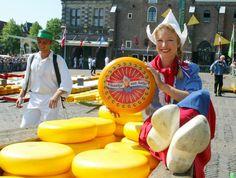 Frau Antje op de kaasmarkt Alkmaar