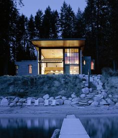 A look at Olson Kundig Architects amazingly cool The Chicken Point Cabin, a modern loft-like mountain dwelling located on Lake Hayden in Idaho. Shelters In The Woods, Cabins In The Woods, Villa, Cabin Design, House Design, Loft Design, Ideas De Cabina, Lakeside Cabin, Haus Am See