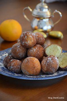 Le Castagnole alla ricotta e arancia sono delle frittelle di Carnevale soffici e leggere. La preparazione è facilissima e veloce.