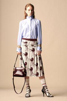 Chloé Fall 2019 Ready-to-Wear Collection - Vogue Chloe Fashion, Fashion Week, Runway Fashion, Fashion Looks, Womens Fashion, Carolina Herrera, Fashion Forecasting, Style Casual, Vogue Russia