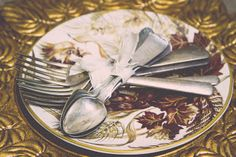Antique silverware for Thanksgiving Decorating   http://robinsoncottagecollection.blogspot.com