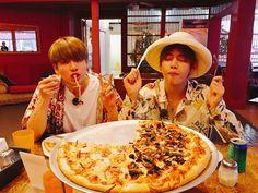 Jimin Twitter Update (@BTS_twt) Jungkook & Tae ♥ #BTS #BonVoyage #Jungkook #Jimin #V #Cute #MaknaeLine