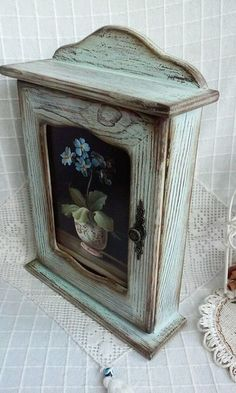 Wooden Box Shelves, Wooden Cabinets, Decoupage Wood, Decoupage Vintage, Chicken Painting, Painting On Wood, Chalk Paint Projects, Wood Projects, Decorative Accessories