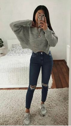 Grey Sweater Outfit, Sweater Outfits, Teenager Outfits, College Outfits, School Outfits, Teen Fashion Outfits, Outfits For Teens, Blue Jean Outfits, Jugend Mode Outfits