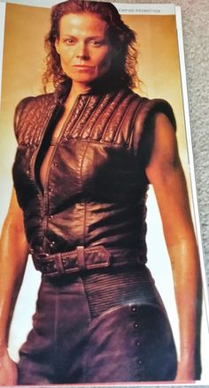 Sigourney Weaver Clipping Picture Photo Cutting Film Memorabilia Poster Sigourney Weaver, Sci Fi Fantasy, Celebrity Pictures, Picture Photo, Bodycon Dress, Posters, Movie, Film, Reading