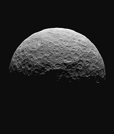 This image shows northern terrain on the sunlit side of dwarf planet Ceres Asteroid Mining, Asteroid Belt, Sistema Solar, Ceres Asteroid, Planets And Moons, Dwarf Planet, Nasa Missions, Space And Astronomy, Space Probe
