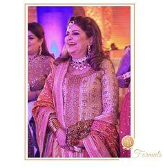 Pinky Afzal looking beautiful in a festive #FarahTalibAziz chunri and gota ensemble at a recent Mehndi in Lahore #FTAweddingwear✨