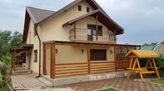 Terasa simpla din lemn. Construction, Cabin, House Styles, Home Decor, Home Entrances, Trendy Tree, Building, Decoration Home, Room Decor