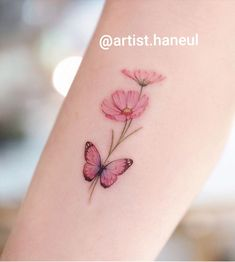 Borboleta – – Schmetterling – – # halfbutterflytattoo # Jude This image. Butterfly Wrist Tattoo, Butterfly Tattoos For Women, Tattoos For Women Small, Small Tattoos, Butterfly With Flowers Tattoo, Lotus Flower, Pretty Tattoos, Cute Tattoos, Unique Tattoos