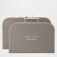 Cardboard briefcase.<br>Are sold separately.