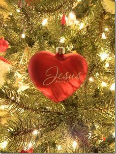 Jesus is the Reason for the Season. Beautiful ornament! Moooom I want it