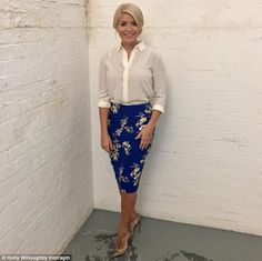 This Morning host Holly Willoughby is known for her figure-hugging pencil skirts and elegant fashion. Take a look at her best outfits from the show. Business Outfits, Office Outfits, Stylish Outfits, Cool Outfits, Business Clothes, Church Outfits, Office Attire, Holly Willoughby Style, Professional Attire