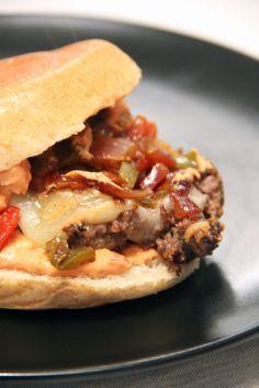 Burger à L'Ossau Iraty et compotée de poivrons