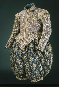 Wedding Dress SHORT DESCRIPTION Kasack of violet cloth, belonging to King Gustav II Adolf.