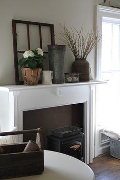 Super ideas for farmhouse chic mantle decor mantels Farmhouse Style Decorating, Farmhouse Chic, Farmhouse Fireplace, George Nelson, Country Decor, Rustic Decor, Rustic Mantle, Fireplace Mantle, Design Furniture